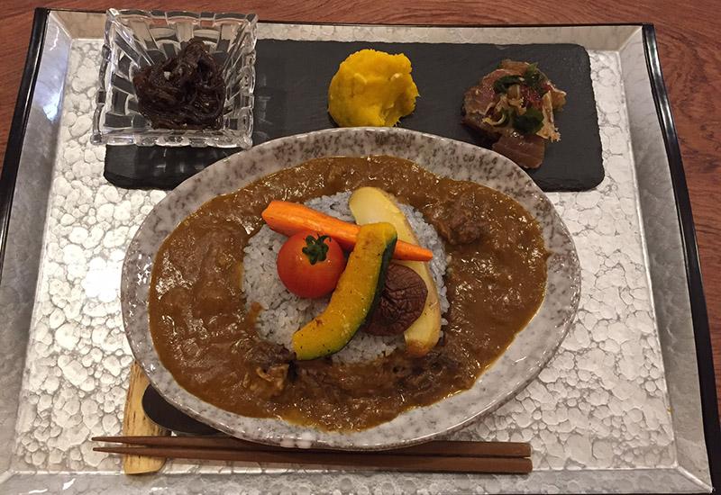 人気の鹿肉カレー